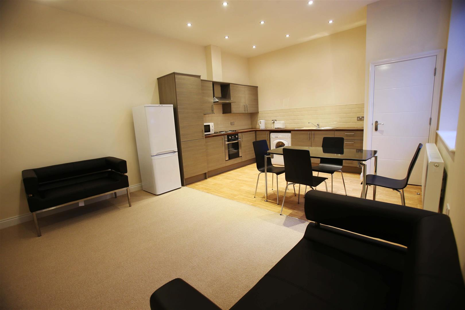 Casa Central Newcastle Upon Tyne, 4 Bedrooms  Apartment ,To Let